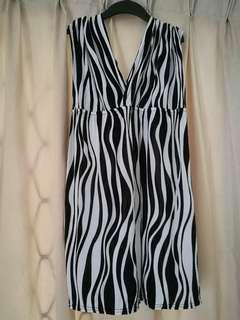 Black & White Sleeveless Blouse