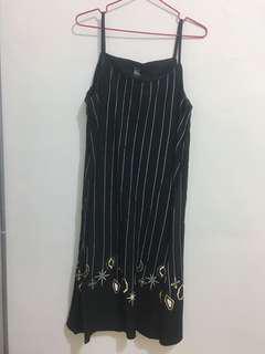 🚚 全新🌟星星刺繡吊帶裙