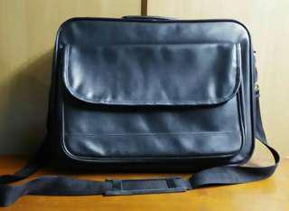 Bag - Briefcase with shoulder strap