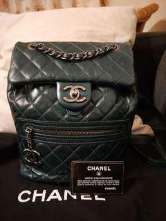 🚚 Chanel 雙LOGO油蠟牛皮後背包(深孔雀綠)