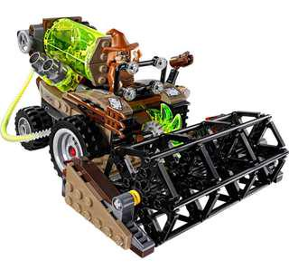 LEGO Batman scarecrow harvest of fear harvester with scarecrow minifigure dc comics superhero 76054