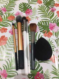 Bundles: ORIGINAL Make Up Brushes and Sponge