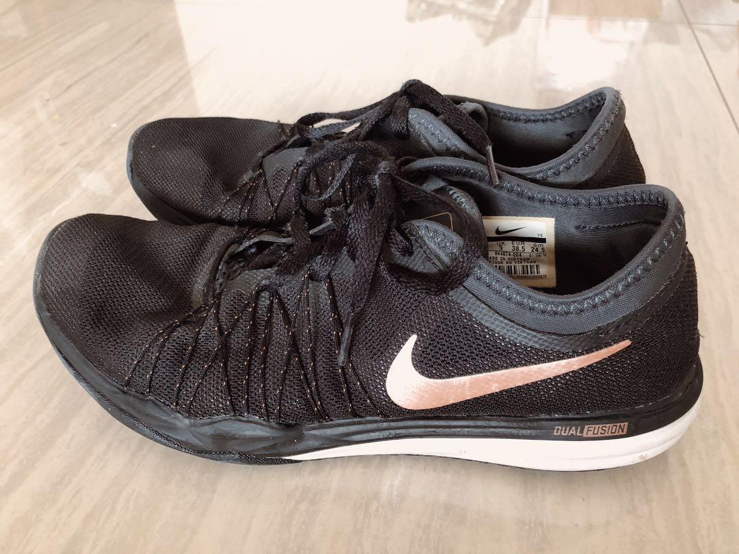 cc3a45fbf0f547 Women s Nike Dual Fusion US 7.5