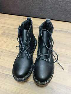 🚚 全新 亞光黑皮革經典馬丁靴
