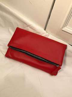Tas merah kulit sintetis