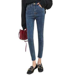 Body fit denim jeans