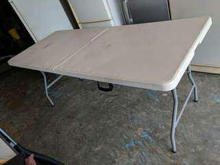 Meja lipat besar