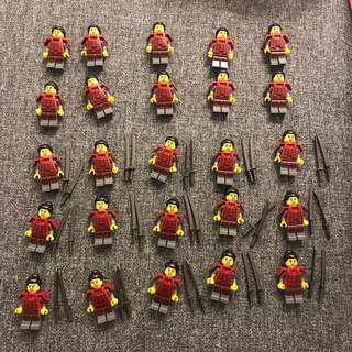 Lego 71008 人仔25個 刀30把