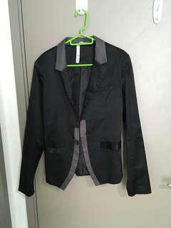 XS: R37 Black Blazer