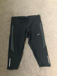 Nike active west dri-fit 3/4 leggings (size small)