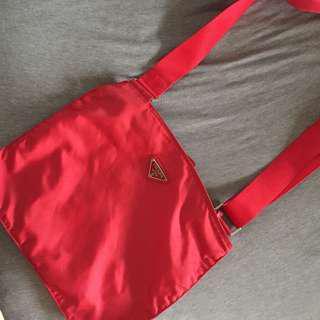 🚚 Prada 正版 紅色 尼龍 斜背包 肩背包