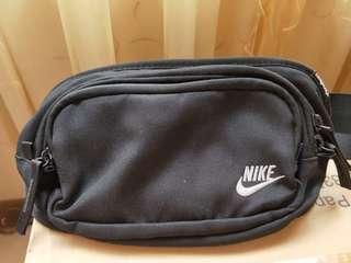 正Nike腰包