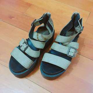 搬屋大清貨🚥黑底墨綠帶厚底羅馬涼鞋#SELLITNOW #滄海遺珠