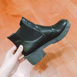 搬屋大清貨🚥黑色直穿短Boot#SELLITNOW #滄海遺珠