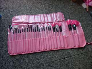 Pink MakeUp Brush Set kit with pink case