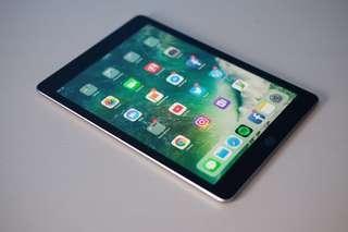 Apple iPad Wi-Fi 32GB Space Gray (5th Gen)