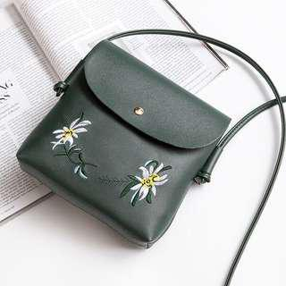 🚚 (PO) Korean embroidery messenger bag
