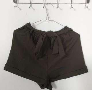 Khaki tie shorts