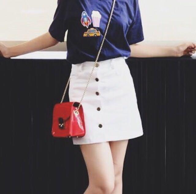 Button skirt putih