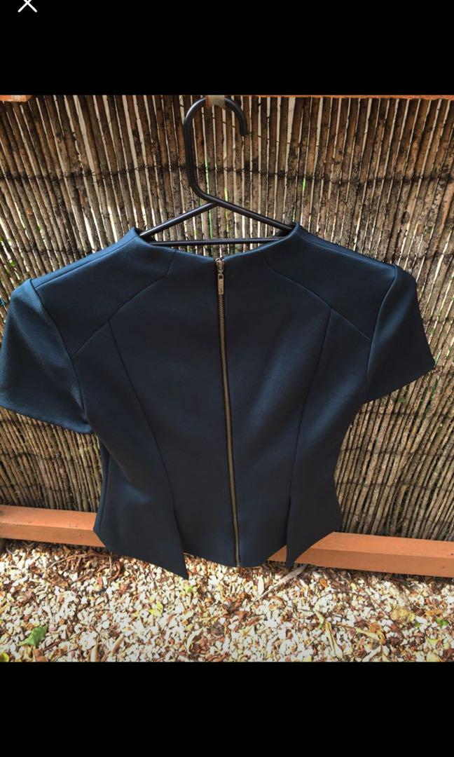 Stunning Cue dark emerald / forest green high neck top - perfect for corporate / work - Size 8 - New Without Tags