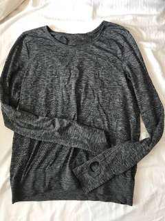 Lululemon grey long sleeve size 6
