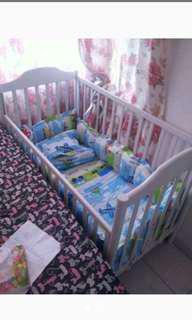 Box bayi plus tempat tidurnya. Bisa di rakit
