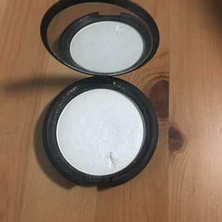 Becca shimmering skin highlighter - shade PEARL