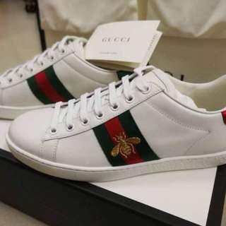 FAST DEAL 💎 Gucci Bee Sneakers size 5