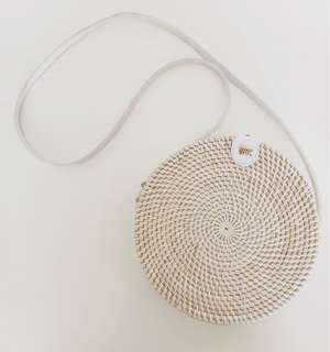 WHITE ON WHITE RATTAN ROUNDIE BALI BAG