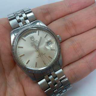 Vintage TUDOR day date 9450 , 中古刁陀自動勞底勞的date day,舊裝膠面,全原裝,原裝帶 ,正常使用花凹及痕跡