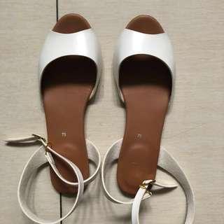 Suelas white sandals