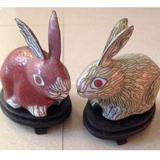🚚 A pair of cloisonne Rabbit figurine.