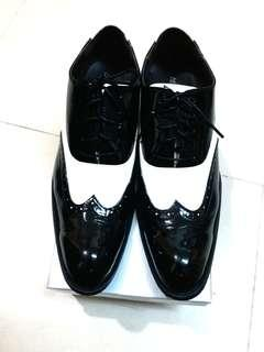 Cl-kaxama size 45 black and white leather shoes 100 % new