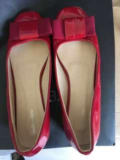**new** Red Patent Flats size 39