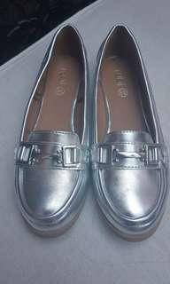 Silver Sneakers in local size38