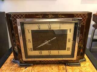 古董坐枱上鍊木鐘(日本圖案)