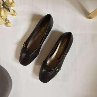 CLN Black Leather Flat Shoes Size 6 (BRAND NEW)