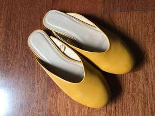 Parisian Mustard Slides size 35