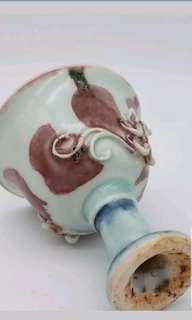 元代青花釉裏紅螭龍高腳杯)which was made in Yuan Dynasty, on the cup there are two curved dragons. H: 4 in.(10.2cm)
