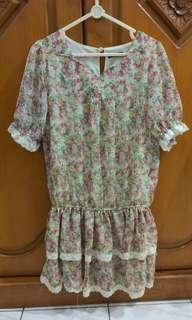 Mini dress floral, bunga bunga
