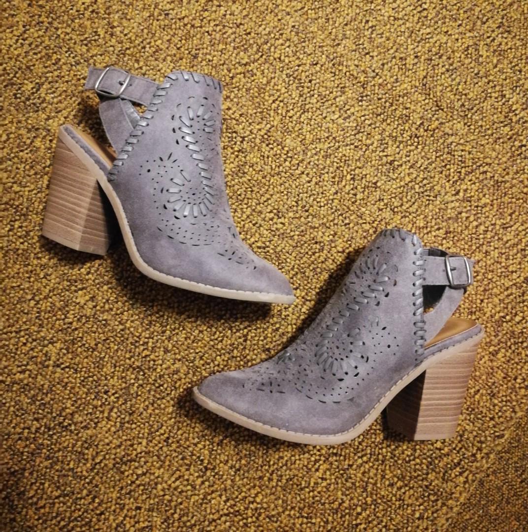 Amazing Grey Booties Maurices Heel Woven Size 6