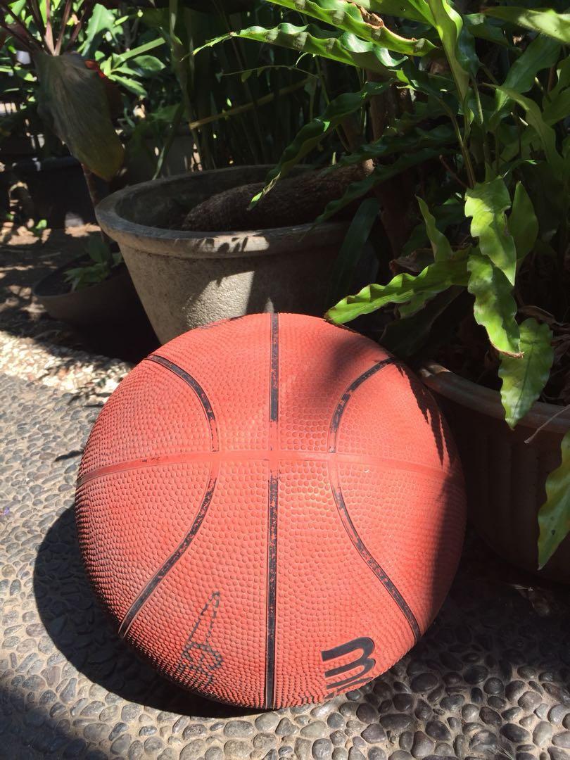 Bola Basket  Molten Perbasi Bekas