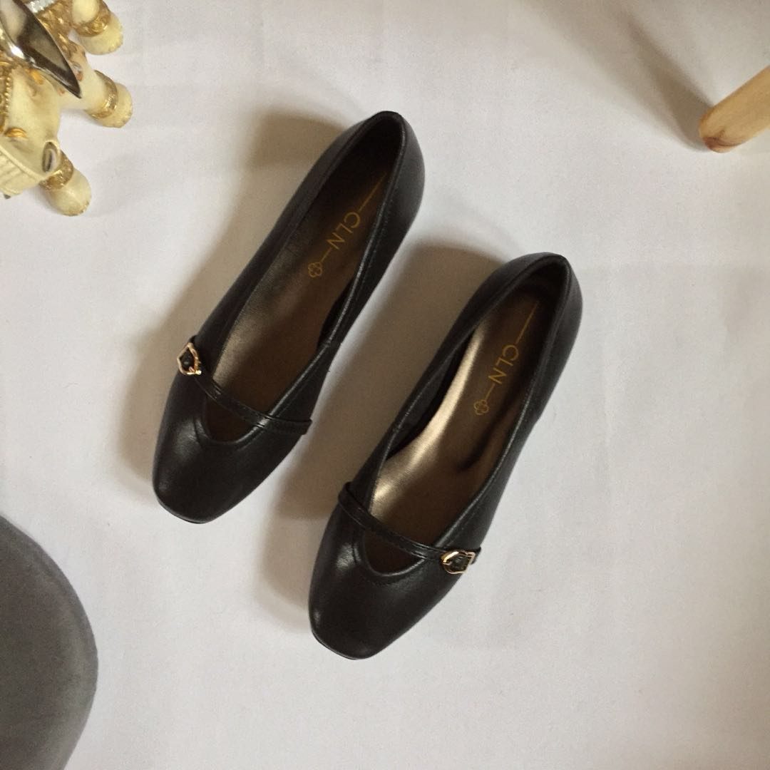 06e5ff074905 CLN Black Leather Flat Shoes Size 6 (BRAND NEW)