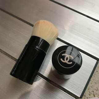 Chanel 碎粉掃 用了三次 已轉其他牌子所以平放