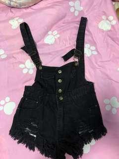 🚚 Black overalls