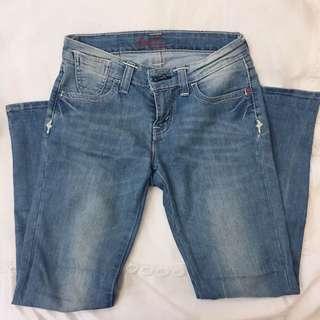9.5成新✨Levis 牛仔褲 25腰