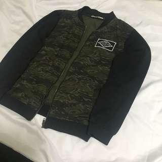 秋薄款流行修身拼接迷彩立領外套