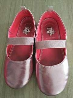pinky flat shoes