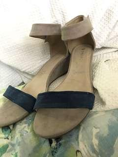 Beige sandals with navy band
