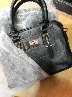 Channel Bag Good. For ladys. On hand pay now ship bukas.